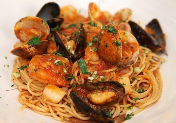 Ricetta spaghetti del pescatore: il primo piatto estivo