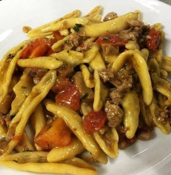 Cortecce salsiccia,funghi e pomodorini