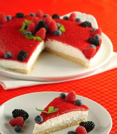 Torta fresca con mousse ai frutti di bosco