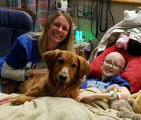 Malata di cancro, la bimba realizza il sogno di incontrare il cane star del suo film preferito