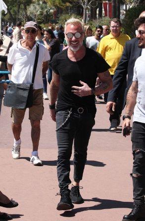 Gianluca Vacchi fra le star: eccolo mentre passeggia a Cannes sulla Croisette