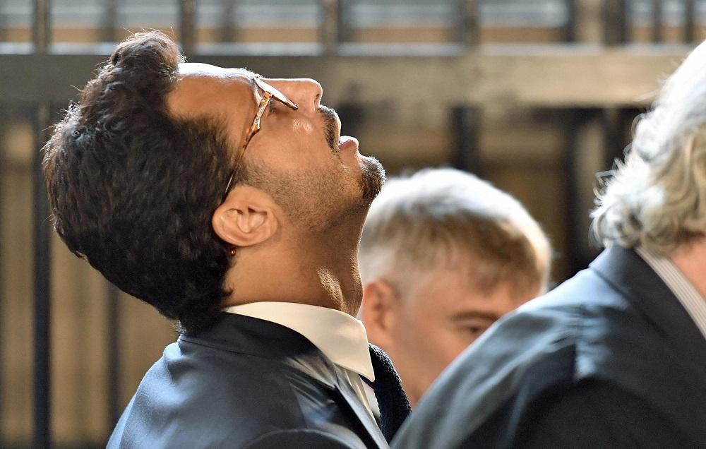 Milano, soldi nel controsoffitto: Fabrizio Corona condannato a un anno