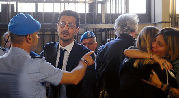 """Corona, doppia doccia fredda: """"congelato"""" un milione di euro e nuovo processo a Milano"""