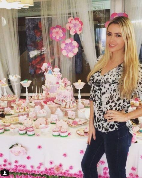 Martina Stella in festa, guarda il compleanno di Ginevra