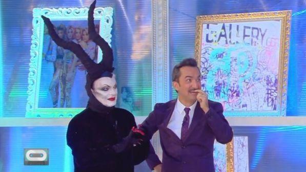 """Cristiano Malgioglio, corna da Maleficent come """"AnCelina Ciolì"""""""