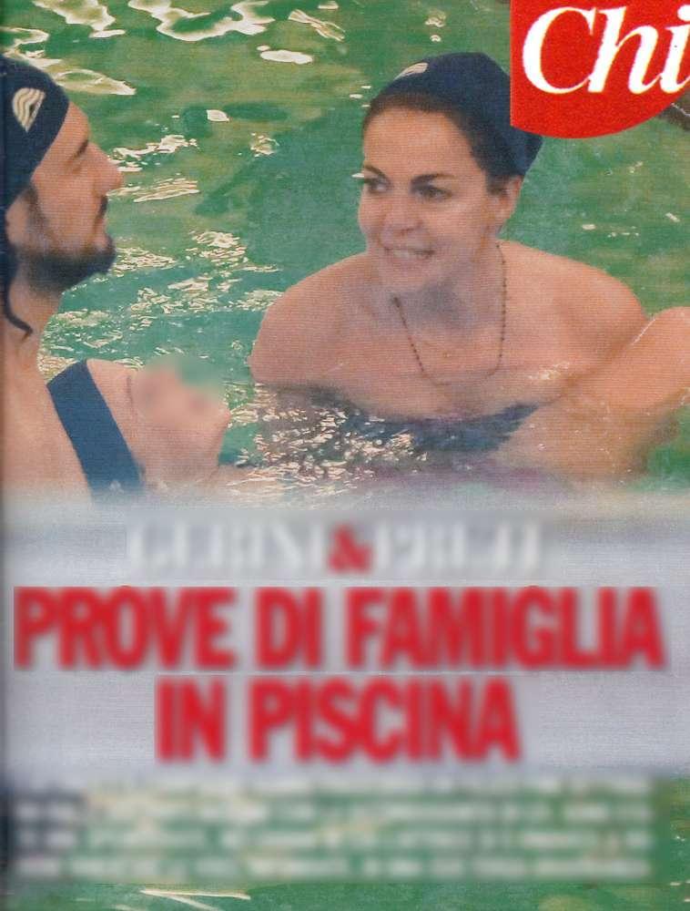 Claudia Gerini, prove di famiglia in piscina