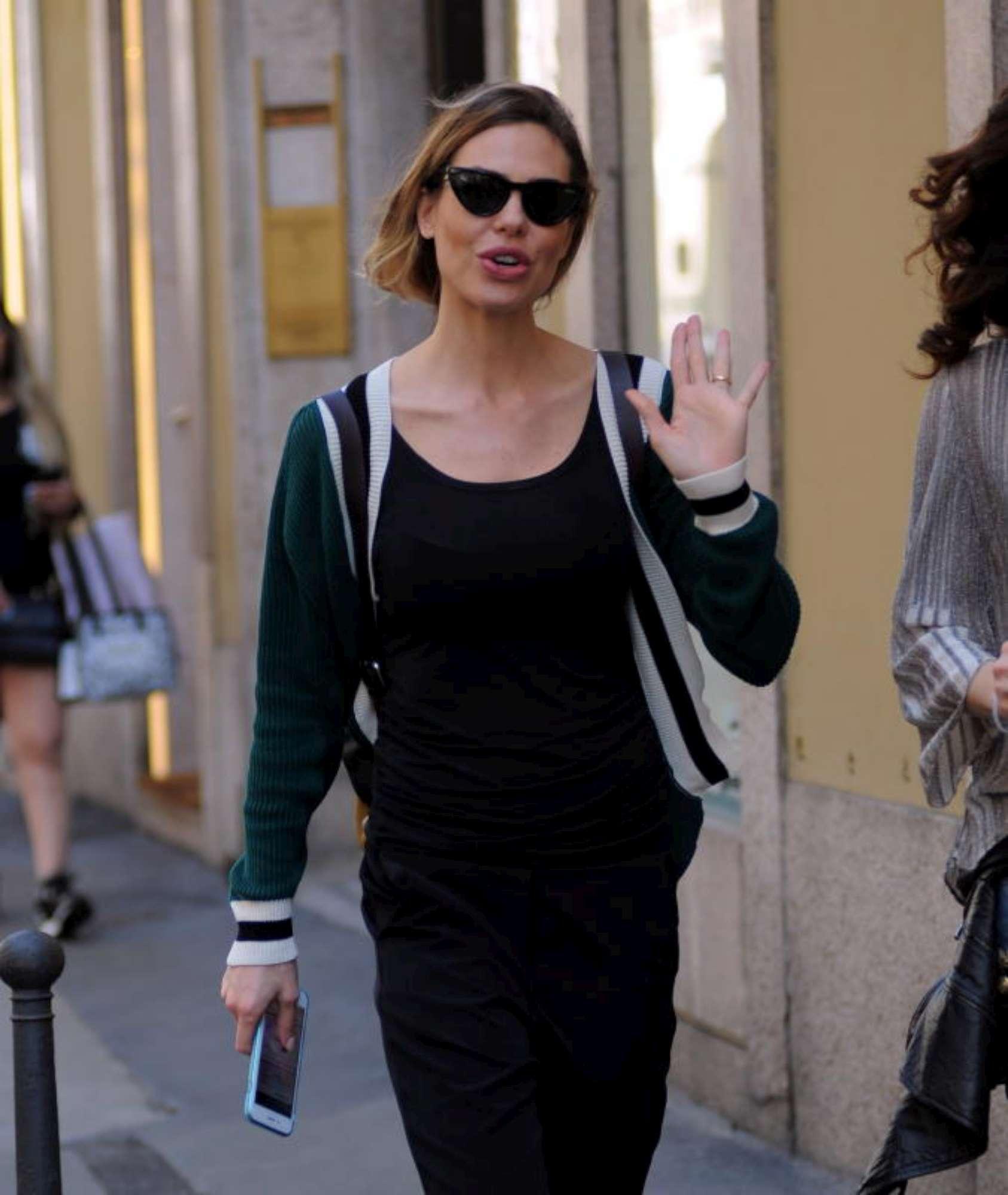 Ilary Blasi, shopping di lusso a Milano con l'amica