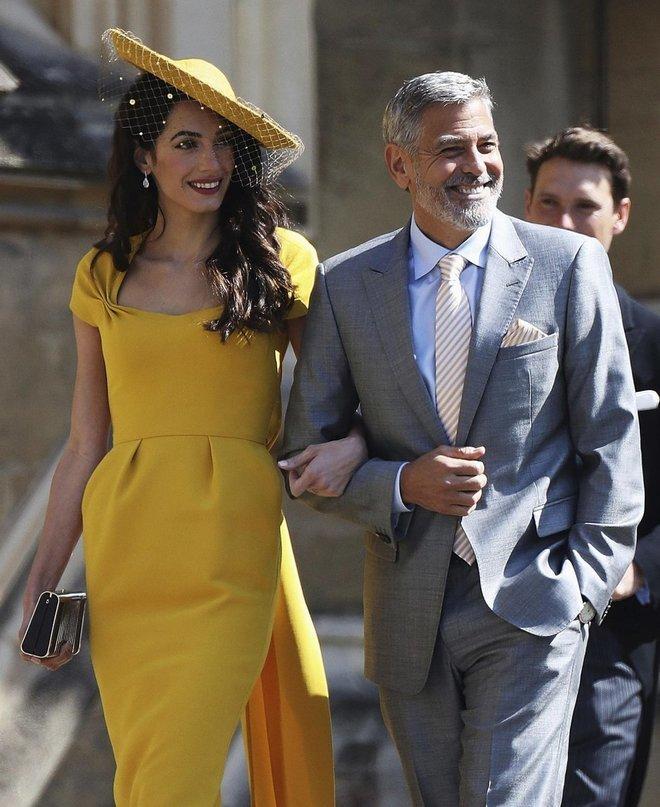 George Clooney e Amal non riconosciuti dalla polizia inglese: bloccati, arrivano tardi alla festa di Meghan e Harry