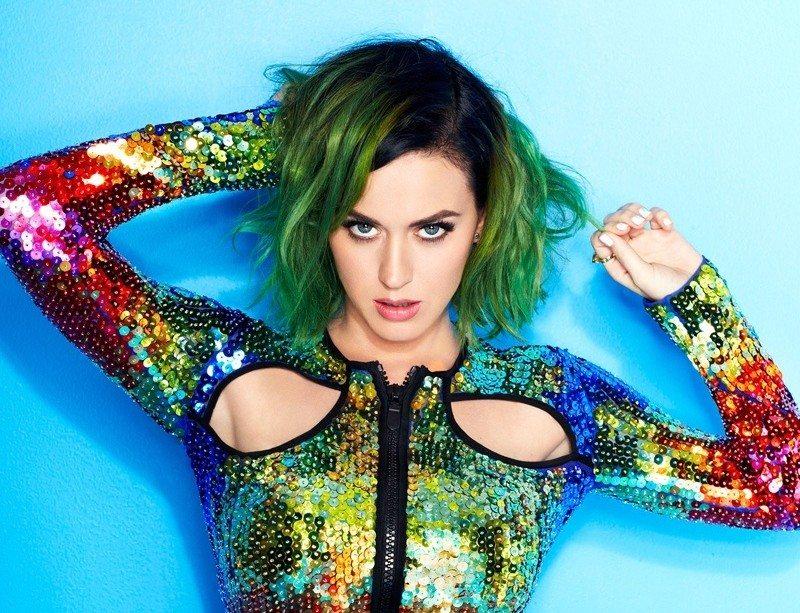 """Katy Perry rivela """"Ero curiosa.. Ho fatto molto di più che baciare una ragazza"""""""