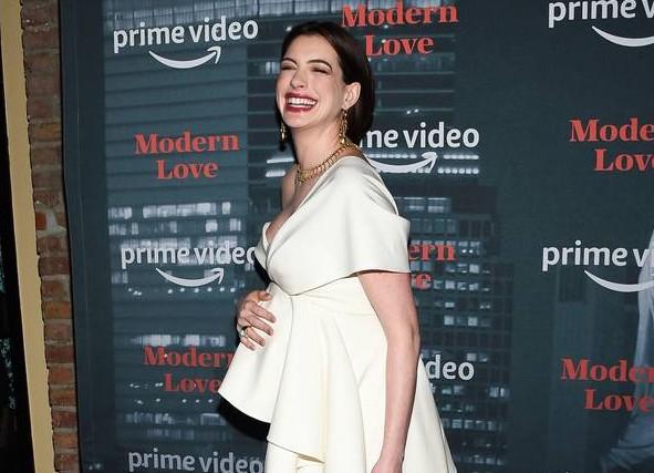 Anne Hathaway racconta le difficoltà del concepimento