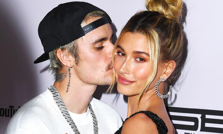 Hailey Bieber mette a confronto la sua fama con quella di Justin Bieber