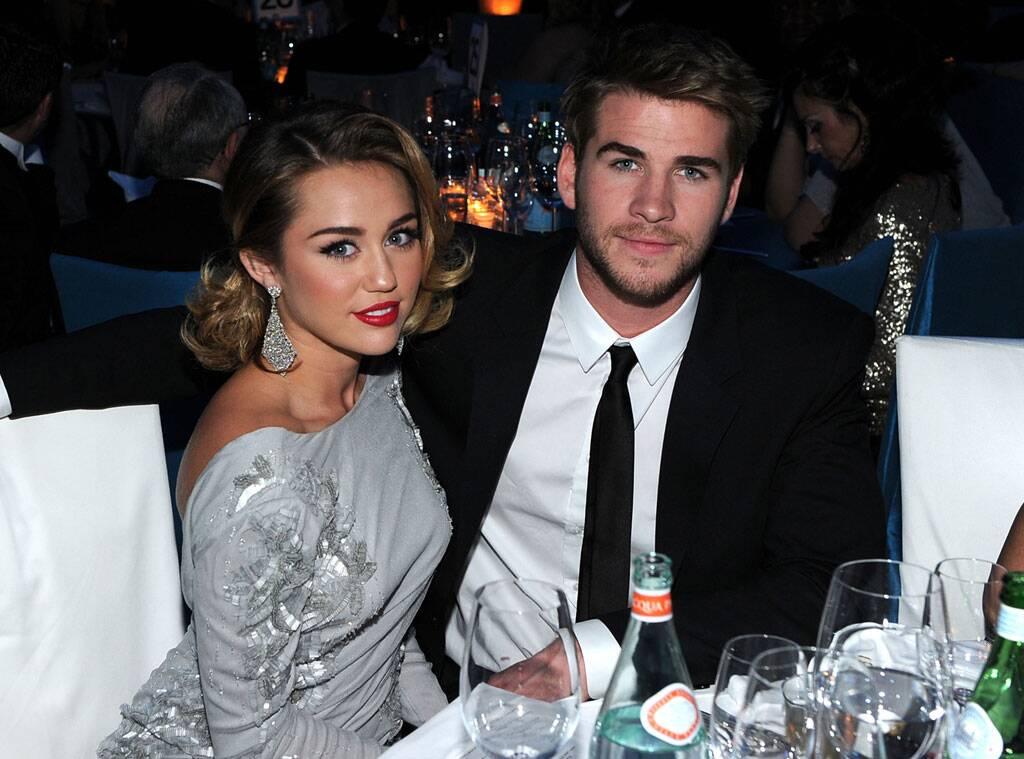 """Miley Cyrus """"Ho perso la verginità a 16 anni con Liam Hemsworth�. La prima pomiciata? """"Con due ragazze�"""