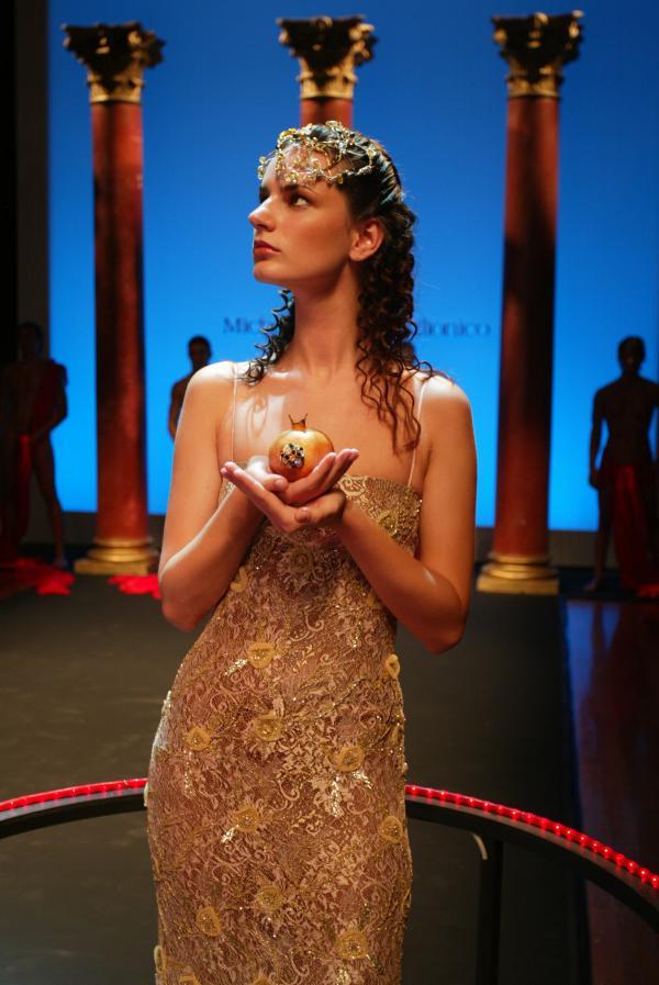 Omaggio alle divinità greche  al Premio Fashion in Paestum - Ufficio stampa Michele Miglionico
