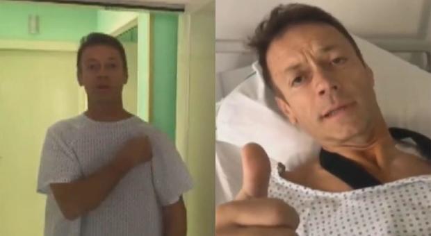 Rocco Siffredi operato, poi scherza dall'ospedale: «Me lo hanno tagliato»
