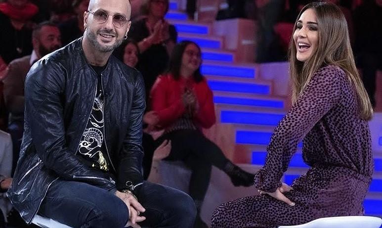 Fabrizio Corona perde un dente a Verissimo, poi ammette: «Silvia Provvedi mi ha tradito con Fedez»