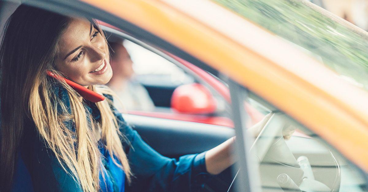 Patente ritirata a chi parla al cellulare, la proposta: è la principale causa di incidenti stradali