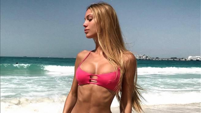 Taylor Mega superhot su Instagram: «Ha le smagliature». La sua risposta è perfetta