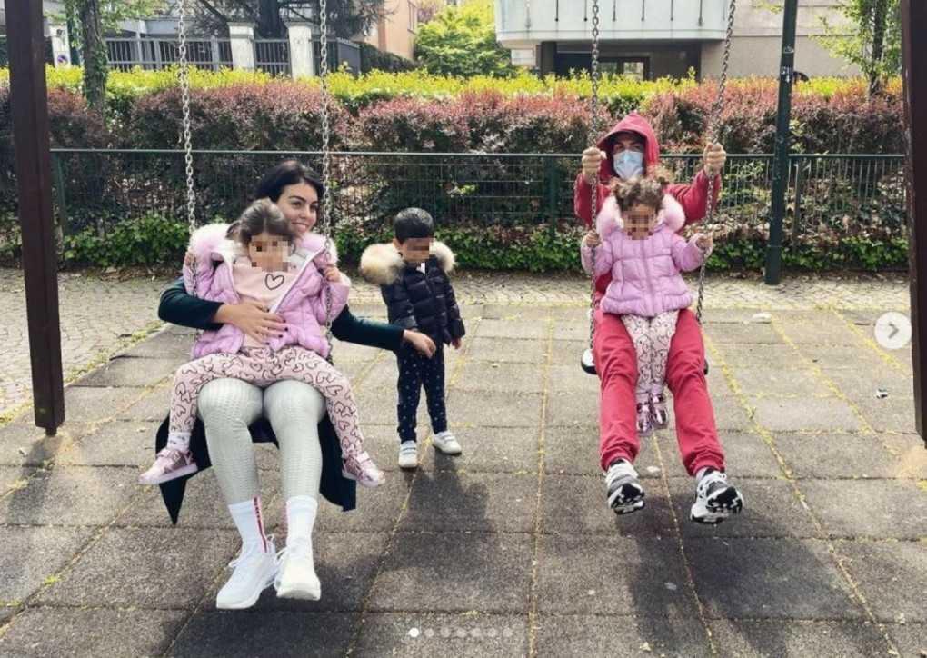 Cristiano Ronaldo relax in famiglia ai giardinetti a Torino
