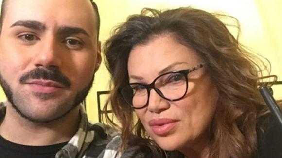 Edoardo Ercole il figlio di Serena Grandi svela quando detto alla mamma la sua omosessualità