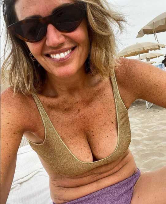 Chiara Maci in bikini lasciatemi i miei rotolini
