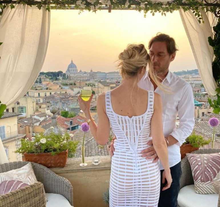 Francesco Totti e Ilary Blasi serata magica per l'anniversario di matrimonio
