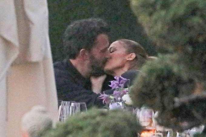 Jennifer Lopez e Ben Affleck sono tornati insieme ecco la foto del bacio