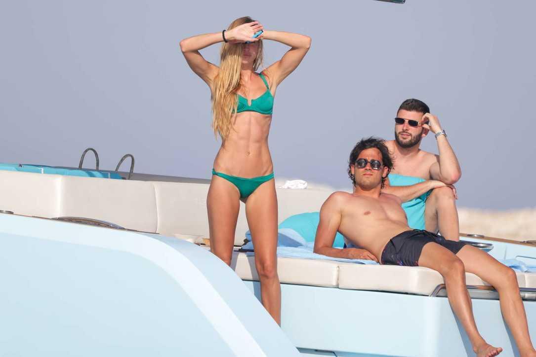 Taylor Mega a Formentera tra palpatine e foto bollenti