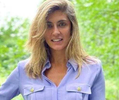 Elisa Isoardi diventa cameriera nel ristorante di mamma Irma