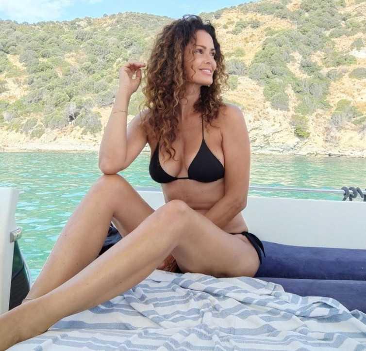 Le Vip in vacanza sullo yacht o in spiaggia regalano scatti e selfie bollenti