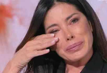Aida Yespica choc a Storie Italiane sono stata stuprata a 7 anni lo avevo rimosso