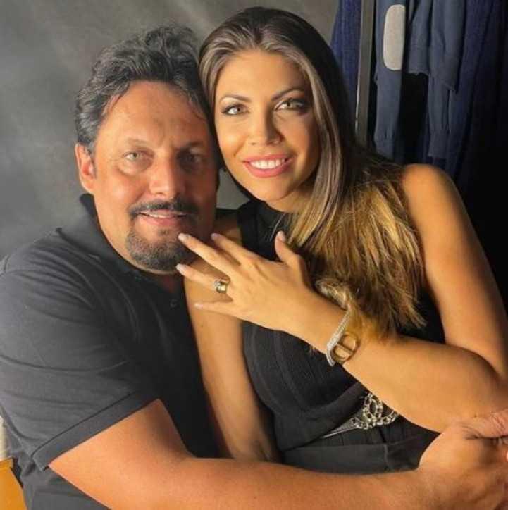 Enrico Brignano la proposta di matrimonio a Flora durante lo show all'Arena di Verona
