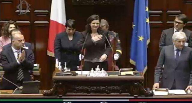 La Camera ha 5.000 quadri, ma i Deputati ne hanno fatto comprare altri 29 per i loro uffici. A loro piacevano di più, e poi li pagano quei fessi degli Italiani!