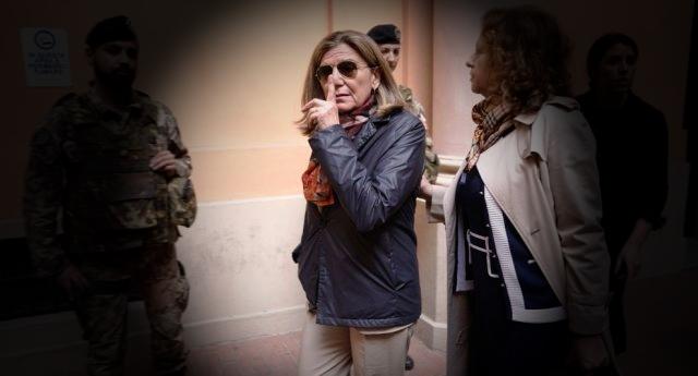 Costei nella foto è Francesca Mambro. Lei è in libertà nonostante sia stata condannata per 96 omicidi... E voi pensate a Battisti...!