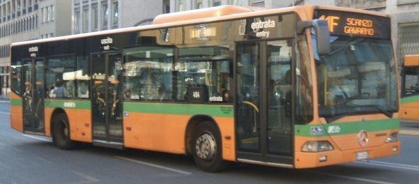 Follia a Siena: italiana di 80 anni sul bus con il biglietto scaduto da 4 minuti, multa da 42 euro