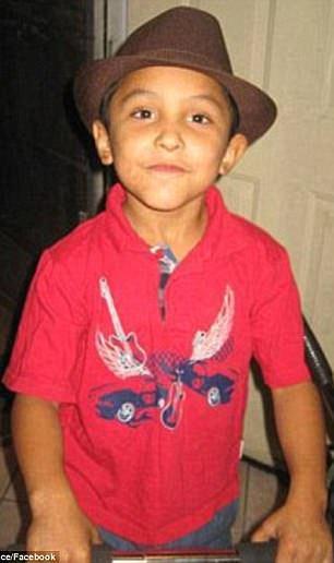 Ucciso e torturato dal patrigno a 8 anni , pensava fosse gay