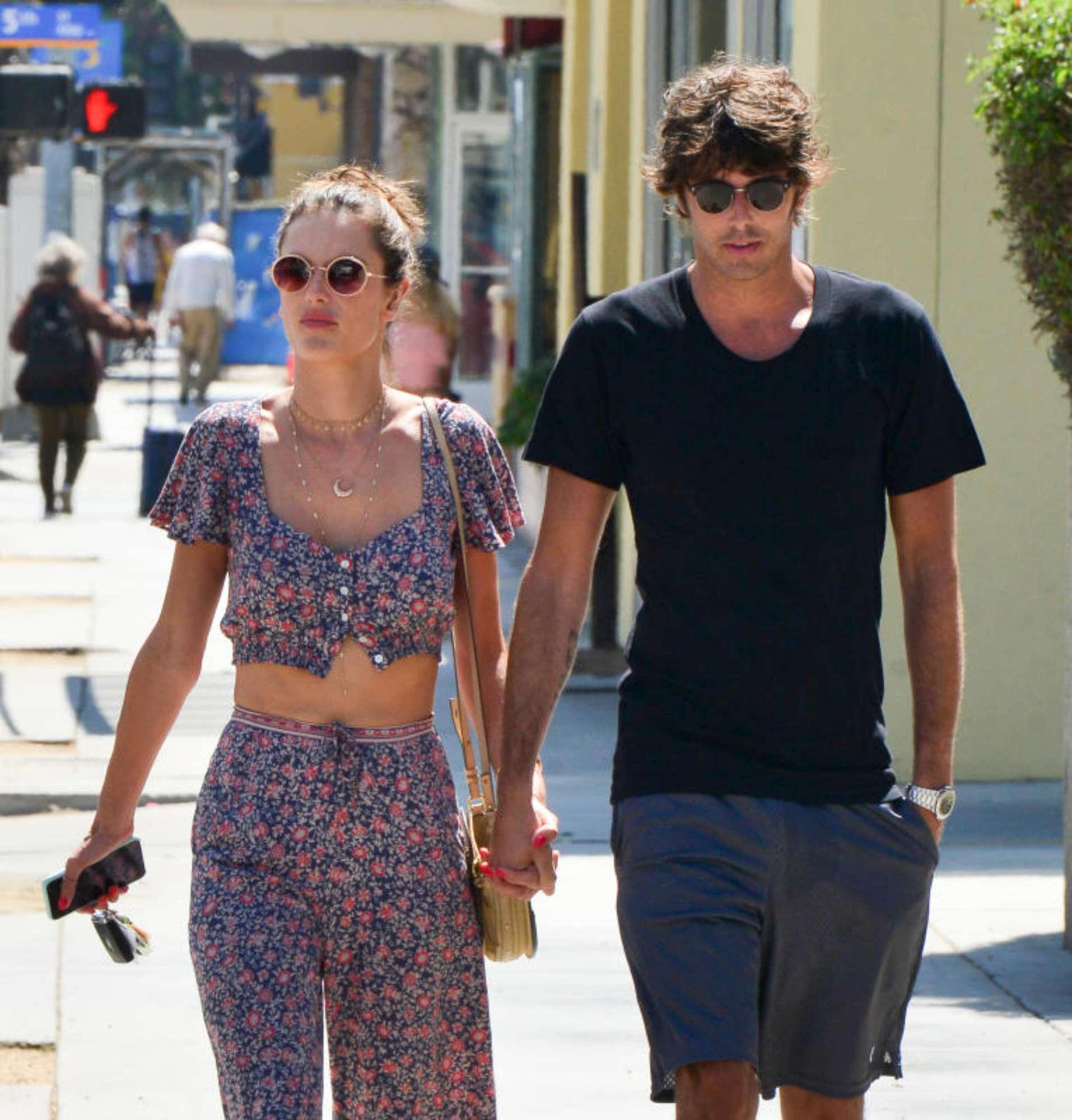 Alessandra Ambrosio e il nuovo fidanzato italiano: la top in love con Nicolò Oddi