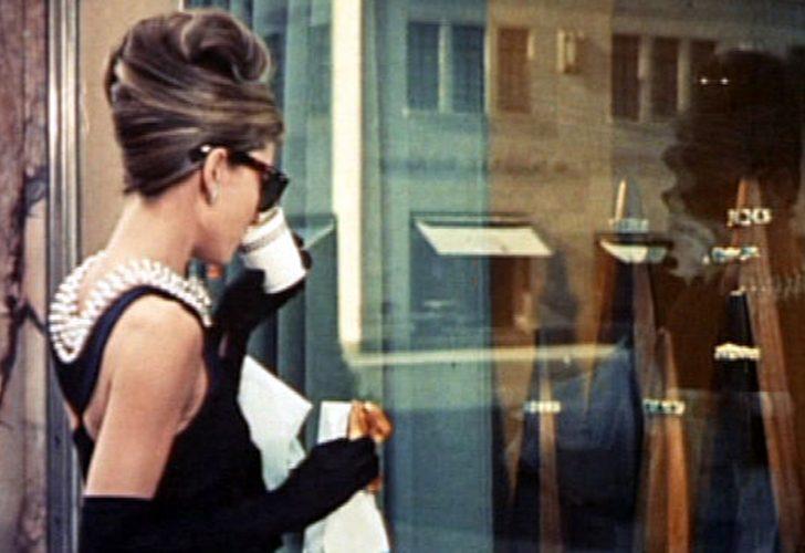 Tiffany cambia look, la storica gioielleria del film con Audrey Hepburn chiude per lavori