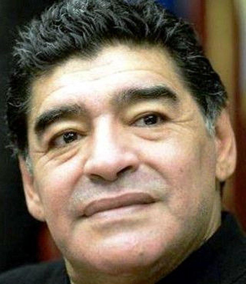 Maradona fermato dalla polizia appena è arrivato a Buenos Aires