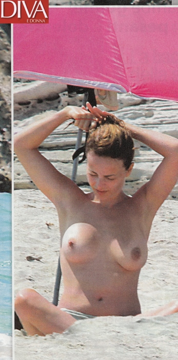 Violante Placido topless super sexy al mare