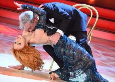 Ballando con le stelle Giancarlo Giannini tango super sexy con la ballerina