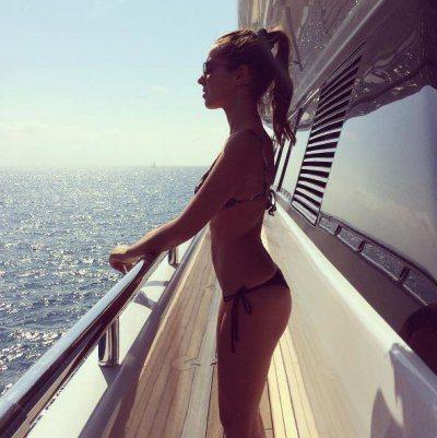 Alessia Reato a Ibiza mostra le sue curve