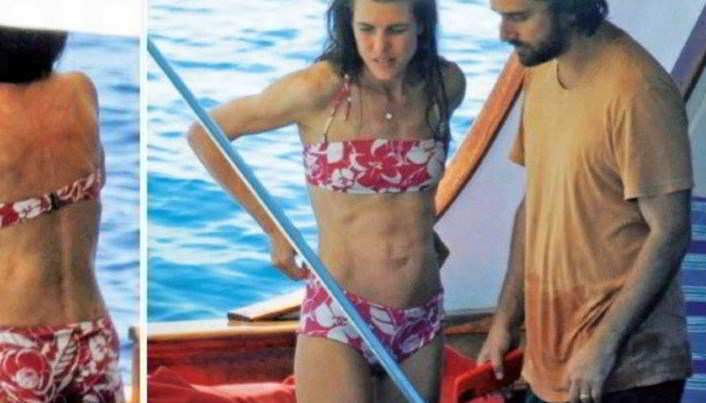 Charlotte Casiraghi paparazzata in bikini