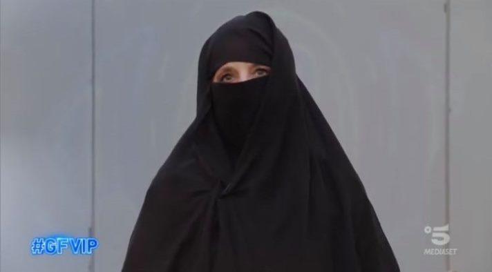 Jo Squillo col niqab al Grande Fratello Vip, ecco perché l'ha fatto