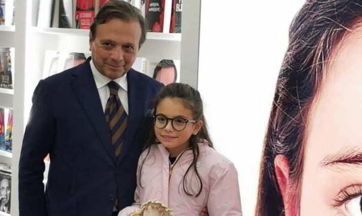Piero Chambretti presenta la figlia (tale e quale a lui) e sogna di portarla in tv