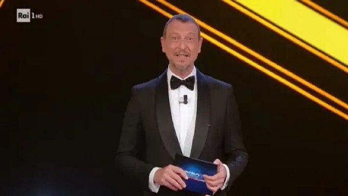 Sanremo 2022, Amadeus cambia il regolamento: ecco tutte le novità