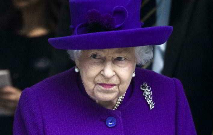 I medici hanno vietato alla regina Elisabetta di bere Martini dry e alcolici