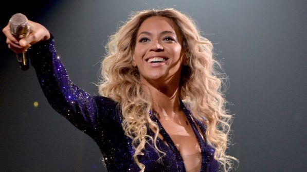 """Beyoncé nei guai per violazione del copyright in """"Formation"""": chiesti 20 milioni di dollari"""