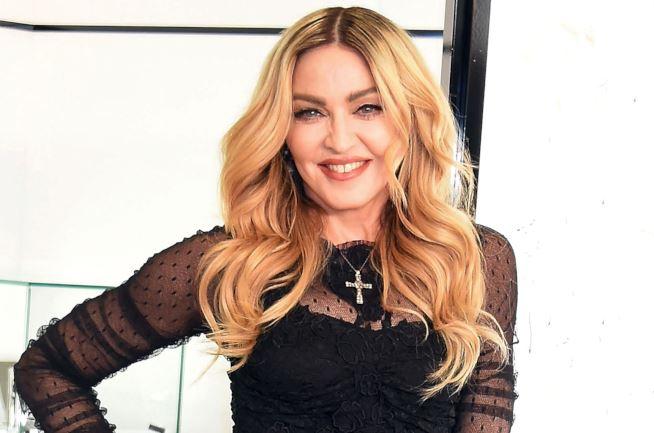 Madonna, occhiaie da incubo: malata canta per gli innamorati