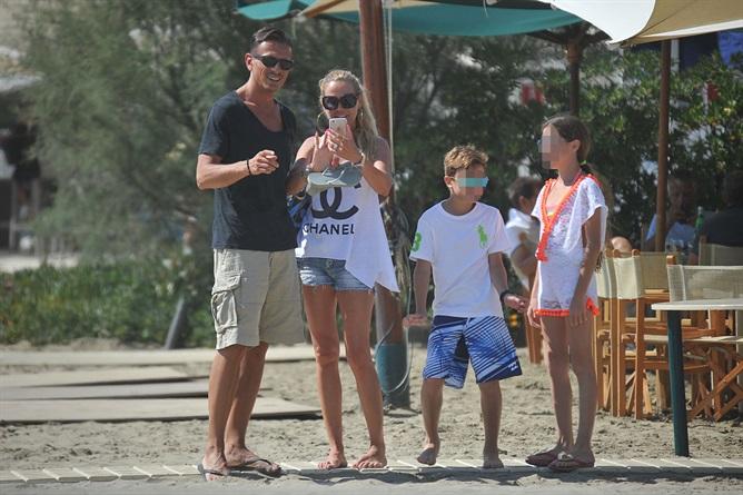 Federica Panicucci vacanze in famiglia al Twiga con Marco Bacini e i figli Sofia e Mattia