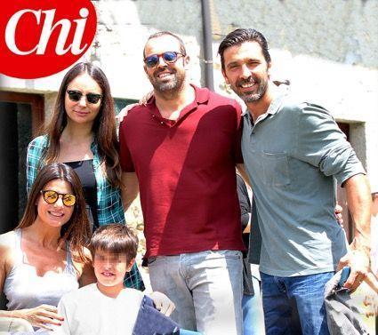 Ilaria D'Amico e Gigi Buffon, incontro con l'ex e la fidanzata incinta al campo estivo del figlio Pietro